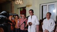 Gubernur Sulawesi Selatan, Nurdin Abdullah, saat konferensi pers terkait warganya yang positif corona (Fauzan)
