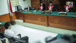Artis Steve Emmanuel saat menjalani sidang putusan kasus narkoba di Pengadilan Negeri Jakarta Barat, Selasa (16/7/2019). Hakim menilai Steve Emmanuel terbukti melanggar pasal 112 ayat (2) UU RI Nomor 35 Tahun 2009 tentang Narkotika. (Liputan6.com/Faizal Fanani)