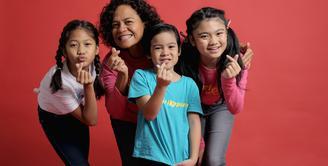 Mira Lesmana sibuk menggarap sebuah film bertema anak-anak berjudul Kulari Ke Pantai. Meski bertema anak-anak, akan tetapi film ini menjanjikan suguhan yang lain. (Daniel Kampua/Bintang.com)