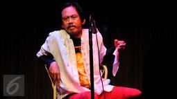 Aktor Epy Kusnandar saat mengisi acara 'Wajah Rinduku' di ruang Teater Luwes Institut Kesenian Jakarta, Cikini, Selasa (23/6/2015). Acara tersebut digelar IKJ untuk memperingati 40 hari kepergian Didi Petet. (Liputan6.com/Faisal R Syam)