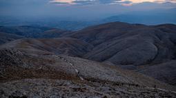 Situs arkeologi Gunung Nemrut di Adiyaman, Turki, 16 September 2021. Situs arkeologi Gunung Nemrut berada di atas gunung setinggi 2.134 meter. (YASIN AKGUL/AFP)