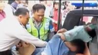 Polisi kewalahan saat membawa kedua tersangka dari kepungan warga. Sementara itu, banyak BPOM DKI Jakarta temukan kerupuk dengan zat pewarna