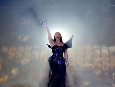 Memukaunya Penampilan Anggun C. Sasmi Saat Gelar Konser Amal