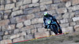 Pembalap Petronas Yamaha, Franco Morbidelli, saat balapan  MotoGP Teruel, Minggu (25/10/2020). Morbidelli berhasil finis pertama dengan catatan waktu 41 menit 47,652 detik. (AP/Jose Breton)