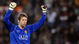 1. Edwin van der Sar - Mantan kiper Manchester United ini pernah sembilan musim bersama Ajax Amsterdam. Pria asal Belanda itu mencatatkan 226 penampilan dan bergelimang prestasi, termasuk Liga Champions musim 1994/95. (AFP/Filippo Monteforte)