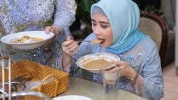 Saat ditemui dikediamannya kawasan Pengayoman, Tangerang Banten, Jumat (15/6/2018) Prilly mengaku baru saja operasi gigi gerahamnya. Alhasil, ia tak bisa makan sembarangan. (Adrian Putra/Bintang.com)