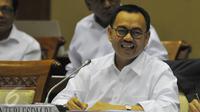 Menteri ESDM Sudirman Said mengikuti rapat kerja dengan Komisi VII DPR, Jakarta, Rabu (24/6/2015). DPR dan Kementerian ESDM menyepakati volume Solar bersubsidi tahun 2016 berkisar antara 16 juta - 18 juta Kiloliter (KL). (Liputan6.com/Herman Zakharia)