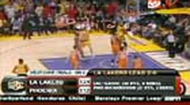 LA Lakers unggul 2-0 atas Phoenix Suns dalam final playoff Wilayah Barat. Game kedua Lakers menang atas Suns dengan skor 124-112.