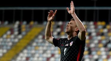 Pemain Kroasia Ivan Perisic melakukan selebrasi usai mencetak gol ke gawang Malta pada pertandingan Grup H kualifikasi Piala Dunia 2022 di Stadion Rujevica, Rijeka, Kroasia, Selasa (30/3/2021). (Denis LOVROVIC/AFP)