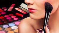 Penasaran bagaimana tips makeup bagi Anda yang tidak memiliki banyak waktu atau si pemalas? Simak di sini. (iStockphoto)