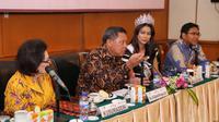 """""""Banyak pertanyaan yang berat ya. Ini bukti bahwa finalis Puteri Indonesia 2018 ini luar biasa. Pertanyaannya banyak yang berbobot,"""" kata Drs. Ali Djohardi Wirogioto, SH di Candi Kalasan, Hotel Grand Sahid Jaya,Jumat (2/3/2018). (Adrian Putra/Bintang.com)"""