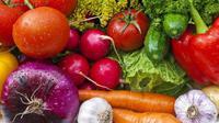 Berikut cara hilangkan bau badan dengan meminum jus dari campuran sayur dan buah. (Foto: iStockphoto)