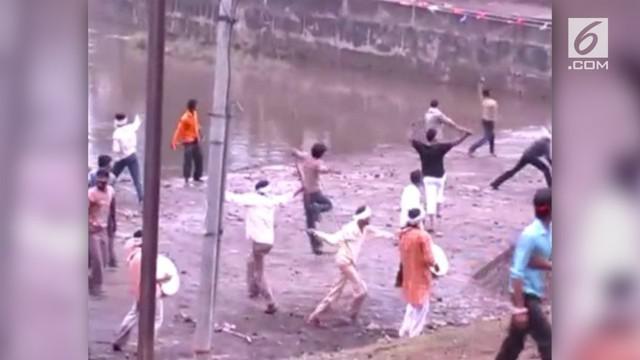 Satu orang tewas, 280 lainnya terluka akibat lemparan batu di festival tahunan Gotmar di Kota India (12/9).