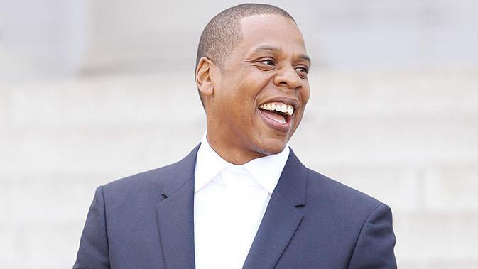 Jay-Z menyemangati siswa yang menerima beasiswa darinya. Saat itu dia mengaku bahwa tidak lulus SMA atau pergi kuliah.  (Rap-Up)