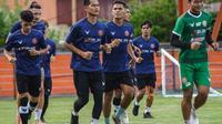 Fisik pemain Persiraja Banda Aceh harus digenjot hingga mencapai titik ideal agar siap melakoni BRI Liga 1 musim ini dengan maksimal. (Bola.com/Gatot Susetyo)
