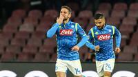 Penyerang Napoli, Dries Mertens tampil brilian dengan mencetak dua gol ke gawang Milan Borjan pada laga lanjutan Liga Champions Grup C yang berlangsung di stadion San Paulo, kamis (29/11). Napoli menang 3-1 atas Red Star Belgrade. (AFP/Fillipo Monteforte)