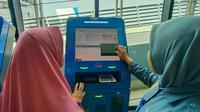 PT ASDP Fefrry Indonesia Cabang Merak, mengoperasikan 20 unit Vending Mesin, untuk libur Natal dan Tahun Baru (Nataru) tahun ini. (Liputan6.com/ Yandhi Deslatama)