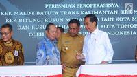 Presiden Joko Widodo (Jokowi) meresmikan proyek kawasan ekonomi khusus (KEK) di Bandara Samratulangi Manado, Sulawesi Utara, Senin (1/4). Jokowi meresmikan beroperasinya KEK Maloy Batuta Trans Kalimantan, KEK Morotai, KEK Bitung. (Liputan6.com/Angga Yunia