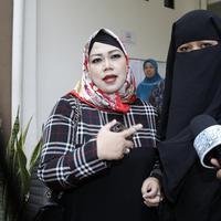 Sidang gugatan cerai yang dilayangkan Dian Rositaningrum pada suaminya, Opick kembali digelar. Rabu (11/4/2018) agenda sidang mediasi Dian dan Opick kembali digelar di Pengadilan Agama Jakarta Timur. (Adrian Putra/Bintang.com)