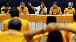 Ketua Umum Partai Hanura Oesman Sapta Odang (tengah) saat memimpin rapat koordinasi bersama Ketua DPD Partai Hanura se-Indonesia di Jakarta, Rabu (6/6). Rapat membahas komunikasi dan koordinasi DPD Partai Hanura se-Indonesia. (Liputan6.com/JohanTallo)