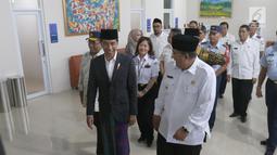 Presiden Joko Widodo saat meresmikan Bandara Wiriadinata Tasikmalaya, Jawa Barat, Rabu (27/2). Bandara tersebut sudah terlihat nyaman, dan ada tiga counter untuk chekin dengan jumlah kursi yang bisa menampung 120 penumpang. (Liputan6.com/Angga Yuniar)