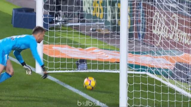 Insiden gol Lionel Messi tak disahkan wasit dalam laga Valencia melawan Barcelona yang berakhir 1-1. This video presented by Ballball.