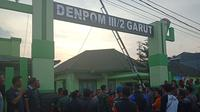 anggota TNI rekan korban datangi denpom (liputan6.com/jayadi supriadin)