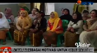 Fashion show yang pesertanya anak-anak atau kaum remaja, bukan hal yang aneh. Namun apa jadinya jika peserta fashion show semuanya adalah para lansia. Di Kabupaten Kediri Jawa Timur, digelar fashion show yang pesertanya harus berusia diatas 50 tahun.