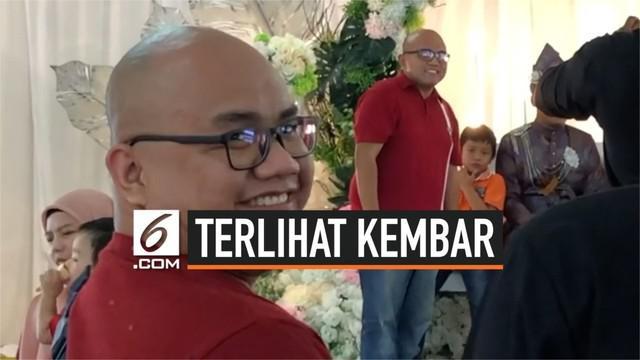 Seorang tamu undangan pernikahan di Selangor Malaysia terkejut saat bertemu dengan tamu lainnya di pelaminan. Mereka tampak kembar meski bukan saudara.