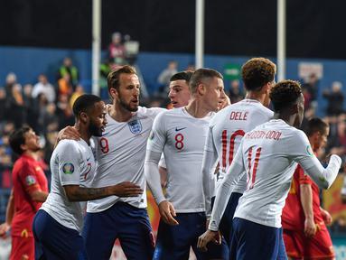 Perayaan gol timnas Inggris pada laga kedua Kualifikasi Piala Eropa 2020 yang berlangsung di Stadion Pod Goricom, Podgrica, Selasa (26/3). Timnas Inggris menang 5-1 atas Montenegro. (AFP/Andrej Isakovic)