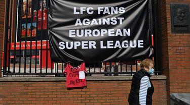 FOTO: Fans Garis Keras Liga Inggris Tolak Liga Super Eropa
