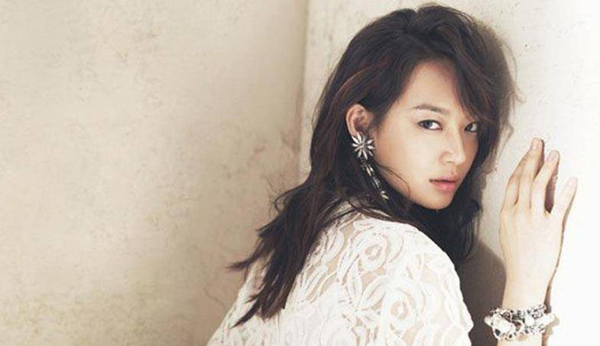 Shin Min Ah merupakan model dan aktris yang membintangi sejumlah drama. Selain cantik, ia juga merupakan aktris berbakat. Ia mendapatkan hobor sekitar Rp 339 juta. (foto: Allkpop.com)