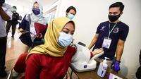 SDM kesehatan di Kota Bandung mengikuti vaksinasi Covid-19 di Gedung Sabuga, Rabu (3/2/2021). (Foto: Humas Kota Bandung)