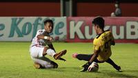 Pada Piala Menpora 2021, Hilman Syah mampu menjawab kepercayaan pelatih Syamsuddin Batola dengan penampilan apik di bawah mistar gawang. (Foto: Bola.com/Ikhwan Yanuar)