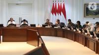 Presiden Jokowi didampingi Wakil Presiden Ma'ruf Amin memimpin rapat terbatas (ratas) di Kantor Presiden, Jakarta, Rabu (30/10/2019). Rapat terbatas perdana dengan jajaran menteri Kabinet Indonesia Maju itu membahas Penyampaian Program dan Kegiatan di Bidang Perekonomian. (Liputan6.com/Angga Yuniar)