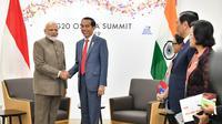 Presiden Joko Widodo atau Jokowi mengadakan pertemuan bilateral dengan Perdana Menteri India, Narendra Modi, di sela KTT G20, Sabtu (29/6/2019). (foto: Biro Pers Setpres)