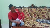 Izhak dan adiknya yang paling bungsu Muhammad Chaerul (Fauzan/Liputan6.com)