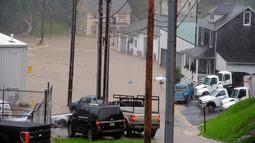 Kondisi banjir yang menggenangi Ellicott City di Maryland (27/5). Sejauh ini belum diketahui jumlah korban jiwa akibat banjir bandang ini. (Kenneth K. Lam / The Baltimore Sun via AP)