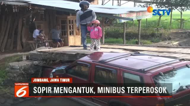 Saksi menuturkan sebelumnya mobil ini melaju kencang dari Jombang ke arah Surabaya.