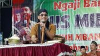Gus Miftah saat mengisi ceramah pengajian di Kabupaten Rembang (Liputan6.com/ Ahmad Adirin)