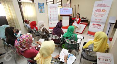 Dokter Delia Krisnawaty memberikan penjelasan tentang alergi di Klinik Dokter Keluarga FKUI Jakarta, Rabu (13/4). Sarihusada bekerjasama dengan Dept. IKK FK UI menyelenggarakan Allergy Awarness Week pada 10-17 April 2016 (Liputan6.com/Immanuel Antonius)