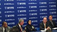 Aml Elsokary saat menggelar konferensi pers usai kejadian tak menyenangkan yang dialaminya bersama sang putra (CNN/NYPD)
