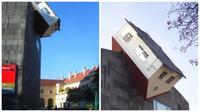 Rumah unik seperti jatuh dari langit di Viennese Museum of Modern Art. (Oddity Central)