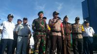 Pasukan Polri dan TNI bersama Pemprov DKI Jakarta melakukan apel Operasi Lilin 2018 di Polda Metro Jaya, Jumat (21/12/2018). (Merdeka.com)
