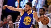 Stephen Curry memimpin Warriors menyapu bersih Jazz (AFP)