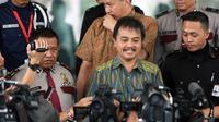 Mantan Menteri Pemuda dan Olah Raga, Roy Suryo mendatangi gedung KPK, Jakarta, (23/10/14). (Liputan6.com/Miftahul Hayat)