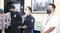 MFA (20), mahasiswa yang menjadi korban oleh oknum Polisi Brigadir NF saat aksi unjuk rasa HUT Kabupaten Tangerang, menjalani pemeriksaan menyeluruh kesehatan di rumah sakit.