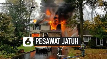 Sebuah pesawat kecil tanpa penumpang jatuh di sebuah lingkungan perumahan New Jersey, AS. Akibatnya dua rumah terbakar. Kondisi pilot pesawat belum diketahui.