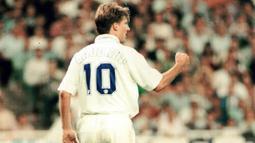 Michael Laudrup, pemain asal Denmark ini memakai jersey nomor 10 pada musim 1995-1996. (Bola.com/Istimewa)