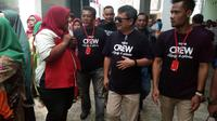 Bupati Garut Rudy Gunawan bersama pendukungnya  (Liputan6.com/Jayadi Supriadin)